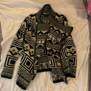 🧡 2 for 15 🧡 black Aztec sweater